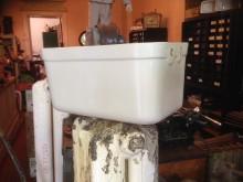 Spülkasten aus Keramik Seitenansicht