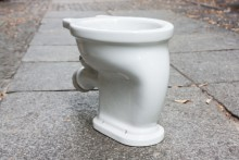 Keramiktoilette weiß emailliert