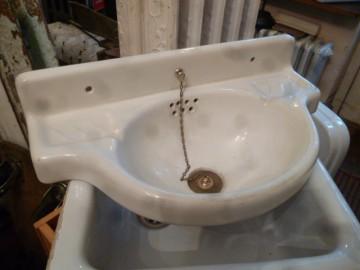 Handwaschbecken wandhängend mit messing Ablaufventil 1 zoll