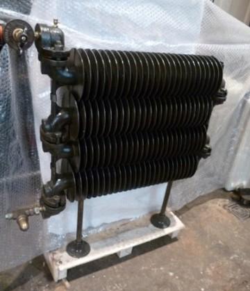 Rippenrohrradiator aus Gußeisen
